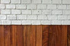 Bakgrundsträ och tegelstenvägg Royaltyfri Bild