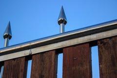 Bakgrundträ och stål Arkivbild