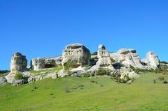 Bakhchisaray Esfinges naturales especialmente protegidas del ` natural del territorio del valle Churuk-su en primavera Fotografía de archivo libre de regalías