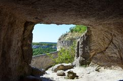 Bakhchisaray Krim: Chufut-grönkål - en medeltida stärkt stad i Krimet som lokaliseras på territoriet av bet royaltyfri fotografi