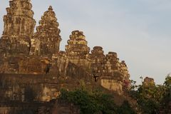 Bakheng Wat塔在黄昏的 免版税库存图片