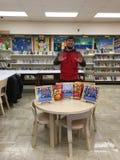Bakhtyar Eyubov bij de Openbare Bibliotheek van Brooklyn het In dozen doen Boekpresentatie Stock Afbeeldingen