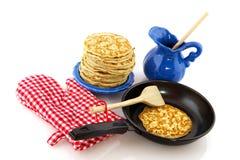 Baking pancakes Royalty Free Stock Photos