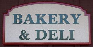 Bakkerij en het Teken van de Delicatessenwinkel Stock Fotografie
