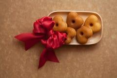 Bakkerijhart voor valentijnskaartdag en speciale gelegenheid wordt gevormd die royalty-vrije stock afbeelding