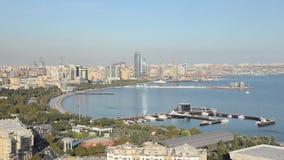 baklava φλυάρων πανόραμα Άποψη σχετικά με τον παράκτιο κόλπο του κεφαλαίου στη Κασπία Θάλασσα απόθεμα βίντεο