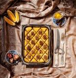 Baklava avec des noix images libres de droits