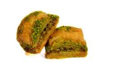 Baklava com pistaches, nozes e mel no fundo branco Imagens de Stock
