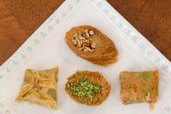 Baklava delicioso cubierto con el pistacho y las almendras Imagen de archivo libre de regalías