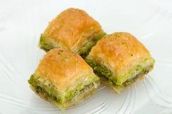 Baklava met pistache op een witte achtergrond Stock Foto's