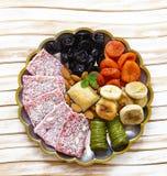 Baklava orientale dei dolci, loachum del rahat e frutti secchi Immagini Stock