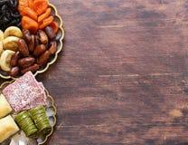 Baklava orientale dei dolci, loachum del rahat e frutti secchi Fotografia Stock
