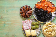 Baklava orientale dei dolci, loachum del rahat e frutti secchi Fotografie Stock