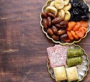 Baklava orientale dei dolci, loachum del rahat e frutti secchi Fotografia Stock Libera da Diritti