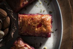 Baklava - turkisk efterrätt med söta körsbär Arkivfoton