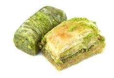 Baklava y sarma turcos deliciosos con las nueces de pistacho verdes Imagenes de archivo