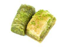 Baklava y sarma turcos deliciosos con las nueces de pistacho verdes Imagen de archivo