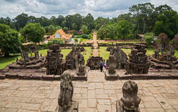 Bakong wat and jungle Royalty Free Stock Photos