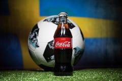 BAKOU, AZERBAÏDJAN - 1ER JUILLET 2018 : Concept créatif Boule 2018 du football de coupe du monde de la Russie de fonctionnaire Ad Images stock