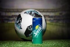 BAKOU, AZERBAÏDJAN - 1ER JUILLET 2018 : Concept créatif Boule 2018 du football de coupe du monde de la Russie de fonctionnaire Ad Image stock