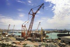 Bakou, Azerbaïdjan - 17 juillet 2015 : Le pétrolier rouge de KAZMORTRANSFLOT s'accouple dans le nouveau port à Bakou Image libre de droits