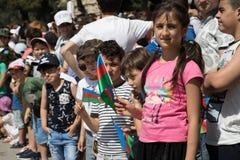BAKOU, AZERBAÏDJAN - 26 juin 2018 - défilé militaire à Bakou, personnes azerbaïdjanaises célébrant le 100th anniversaire des forc images libres de droits