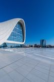 BAKOU 27 DÉCEMBRE : Heydar Aliyev Center dessus Photos stock