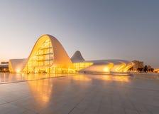 BAKOU 20 JUILLET : Heydar Aliyev Center le 20 juillet Photographie stock libre de droits