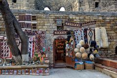 Bakou - le capital des Jeux Olympiques européens d'été 2015, vieilles rues de ville Images stock