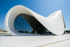 BAKOU 3 MAI : Heydar Aliyev Center Photographie stock