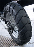 Bakre hjul av en moped Arkivfoton