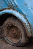 bakre hjul Smutsigt och rostigt Arkivbild