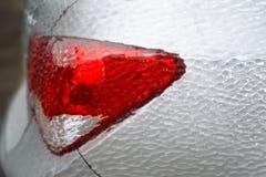 Bakre ljus för bil som täckas med is Royaltyfri Fotografi