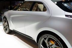 Bakre-sida sikt av en modern bil fotografering för bildbyråer