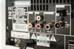 Bakre sikt av den banbrytande förstärkaren med subwooferen, antennen och linjen royaltyfria foton