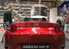 Bakre sikt av den konvertibla bilen för Mazda MX 5 Miata på den Belgrade bilshowen 2016 Royaltyfria Foton
