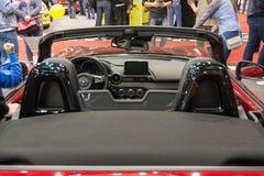Bakre sikt av den NYA konvertibla bilen för Mazda MX 5 Miata på Belgrade bilshow Arkivbilder