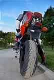 bakre sikt av en röd motorcykel Arkivbild