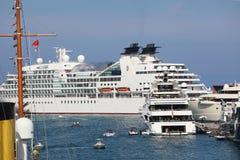 Bakre sikt av en Superyacht i Monaco arkivfoton