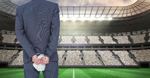 Bakre sikt av hållande pengar för affärsman bak baksida som föreställer korruption Royaltyfri Bild