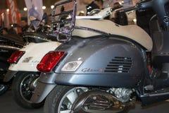 Bakre sikt av motorcykeln för Vespagts 300 Arkivbilder