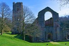 Bakre sikt av springbrunnar abbotskloster, North Yorkshire, i den sena mars 2019 arkivbilder