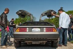 Bakre sikt DeLorean DMC-12 för öppna dörrar Arkivbilder