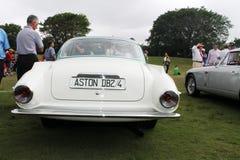 Bakre sikt för klassisk sportbil och konstnärlig svanslampa Arkivbilder