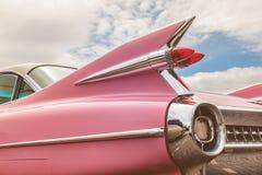 Bakre slut av för Cadillac för klassiker en rosa bil femtiotal royaltyfria foton