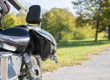Bakre slut för tappningmotorcykel med sadelpåsar Arkivfoto