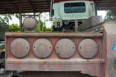 Bakre svansljus av en lastbil arkivfoto