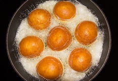 Baksel Donuts in een Pan Royalty-vrije Stock Foto