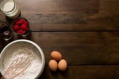 Bakselingrediënten voor Verbazende Cake royalty-vrije stock fotografie