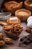 Bakselwerktuigen en ingrediënten Stock Fotografie